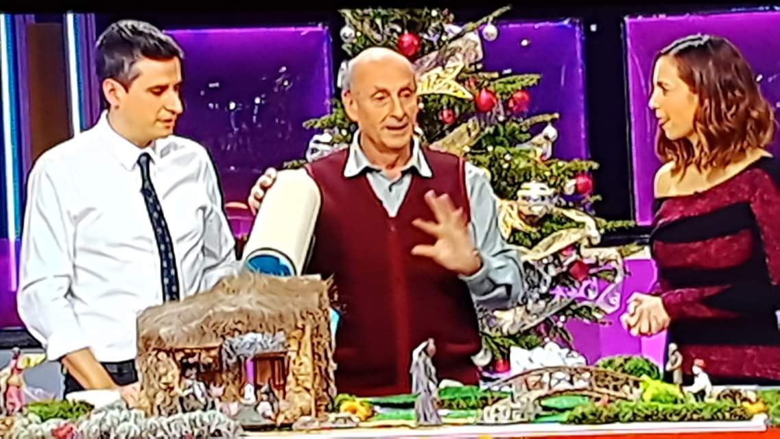 Ensenyant a fer un Pessebre a TV3